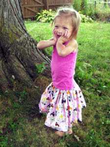 This beginner skirt pattern will teach you how to make a super easy, super cute, super twirly skirt for sizes newborn to 12 years.