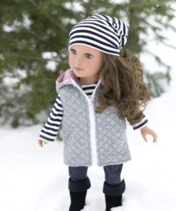 This dolls puffer vest pattern is fully lined, with an optional detachable hood and optional welt or zipper front pockets. Super cosy and really stylish!