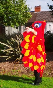 A gorgeous unisex cape pattern you can customize to be any feathered animal! Pair it with our free Felt Masks pattern for an awesome costume.