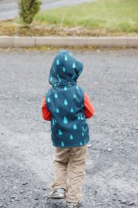 This childrens puffer vest pattern is fully lined, with an optional detachable hood and optional welt or zipper front pockets. Super cosy and really stylish!
