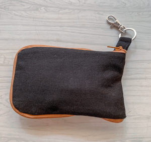 Your grocery shopping just got prettier! Grab your scraps or fabric to upcycle, sew a handy fold-up shopping bag, zip it up, and clip it on your keys or handbag, ready to use!