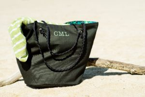 Sew a supersized fit-everything holdall with this beach bag sewing pattern! It comes in two sizes – small for carrying your basics, and large for carrying EVERYTHING.
