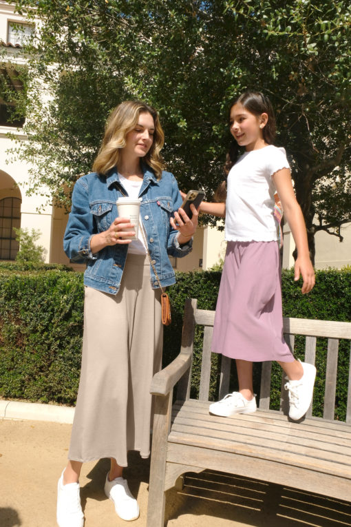 Sew a pair of super quick and easy on-trend bottoms with the brand-new culottes sewing pattern! Available in sizes XXS to 5XL and 12 months to 12 years.