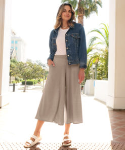 Sew a pair of super quick and easy on-trend bottoms with the brand-new womens culottes sewing pattern! Available in sizes XXS to 5XL